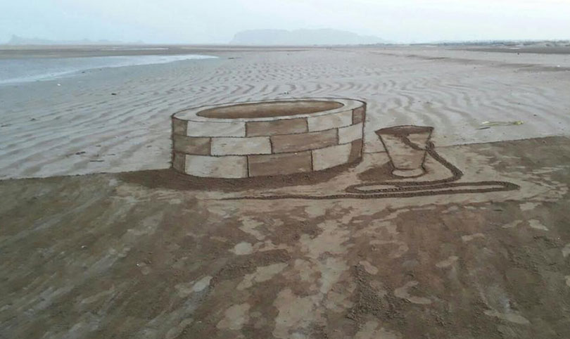 Pakistani Baluch Artists draw real looking 3D illusions at the beach