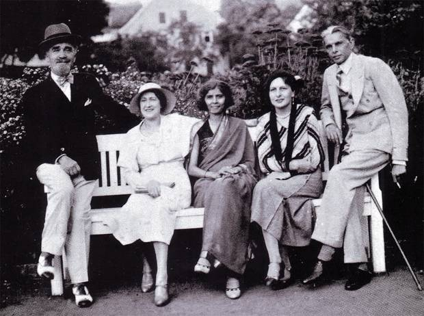 Quaid-e-Azam Muhammad Ali Jinnah Along with his sister Fatimah and some close friends in Mumbai