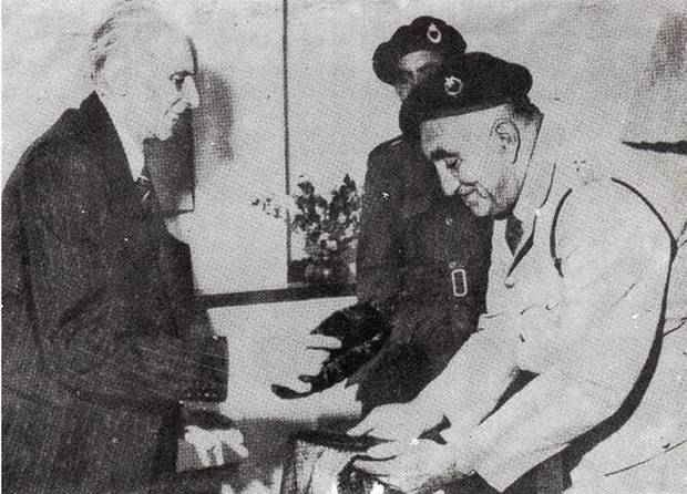 Balochistan National Guards presenting karakul Jinnah hat to Quaid-e-Azam in 1948