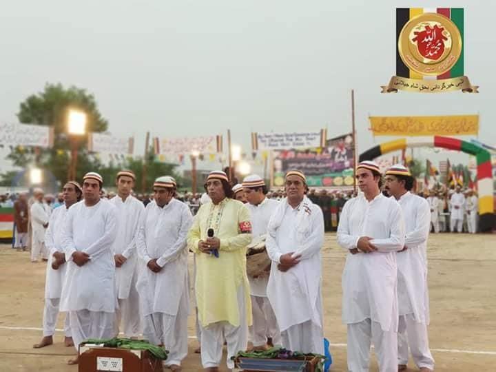 Qawal Muhammad Shaukat Naqeebi and team receiving appreciations from the custodians of the shrine.